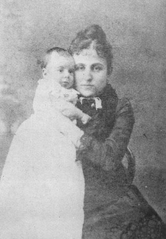 Pessoa com sua mãe