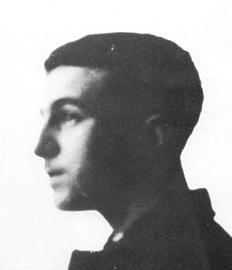 Em 1905, com aproximadamente 17 anos, Pessoa regressa a Lisboa
